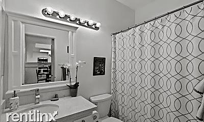 Bathroom, 2020 Camino De La Reina, 2