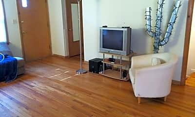 Living Room, 817 Greenbrier Rd, 2