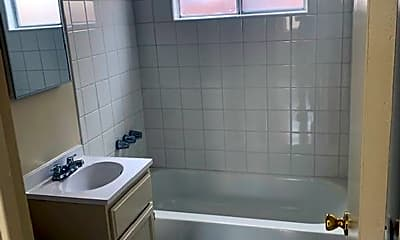 Bathroom, 6503 Fishburn Ave, 2