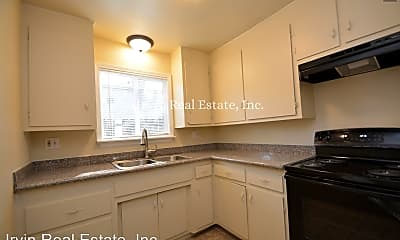 Kitchen, 3303 Franklin Ave, 1
