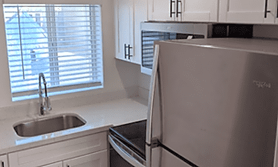 Kitchen, 2412 E Monroe St, 1
