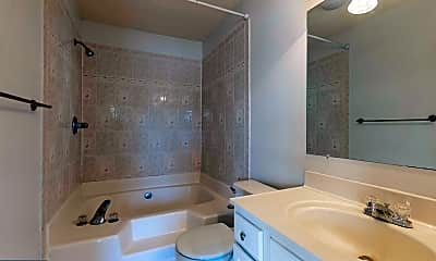 Bathroom, 207 Tolbelt Ct, 2