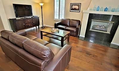 Living Room, 322 5th St, 1