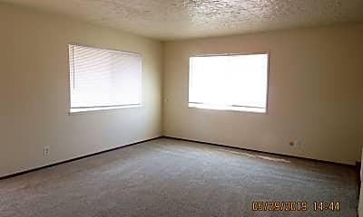 Living Room, 7442 N Macrum Ave, 1
