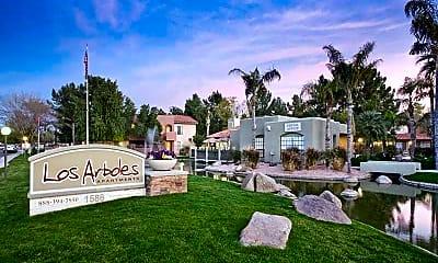 Los Arboles Apartments, 2
