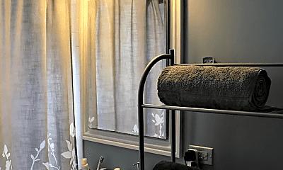 Bathroom, 1258 W Winona St, 1