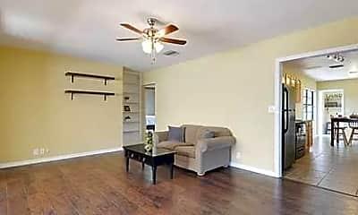 Living Room, 305 W Ida St, 2