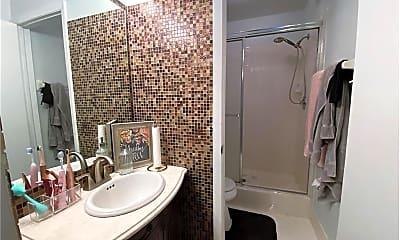 Bathroom, 1001 SE 6th Ave, 2