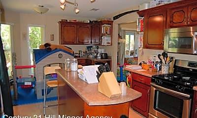 Kitchen, 4453 Parkwood Square, 1
