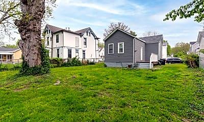 Building, 6005 Desmond St, 2