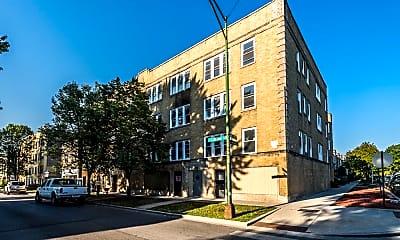 Building, 400 S Laramie Ave, 2