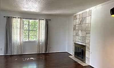 Living Room, 1701 E Lindsey St, 1