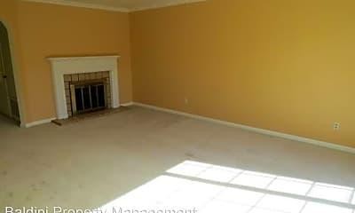 Living Room, 515 Holyoke St, 1