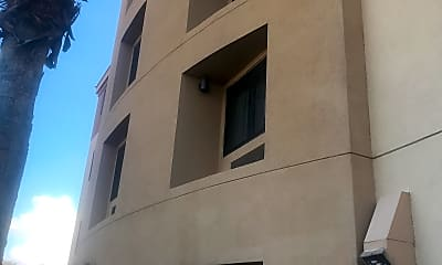 Courtyard Marriott, 2