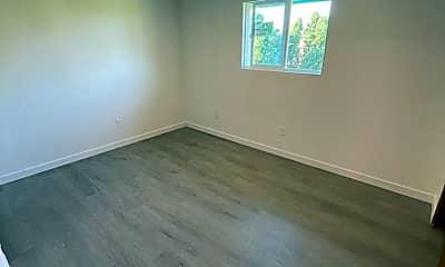 Living Room, 6125 N Mayfair St, 1