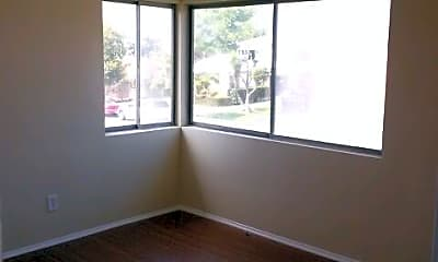 Building, 6114 S Victoria Ave, 1