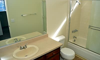 Bathroom, 828 W Sacramento Ave, 2