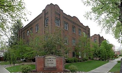 Building, 200 E Laurel St, 2