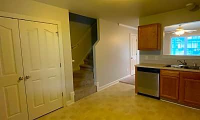 Kitchen, 511 Streamwood Dr, 2