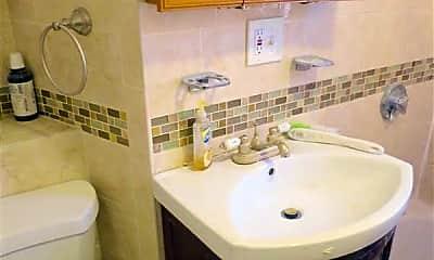Bathroom, 28 Cutter Ave, 2