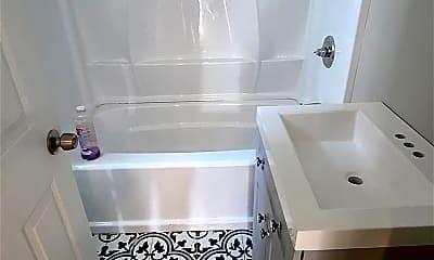 Bathroom, 41 S Richmond Ave, 2