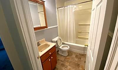 Bathroom, 504 Pomeroy St, 2