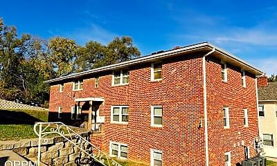 Building, 806 N 46th St, 1