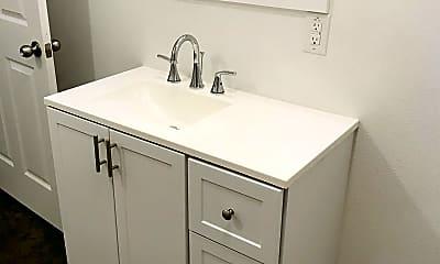 Bathroom, 816 W 8th St, 2