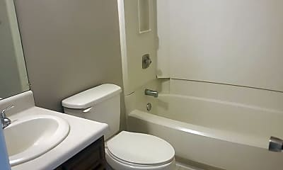 Bathroom, 939 S Main St, 2