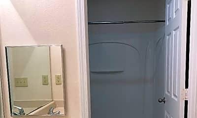 Bathroom, Nicholasville Greens Apartments, 2