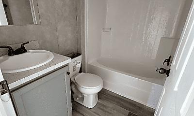 Bathroom, 3939 N Clinton St, 2