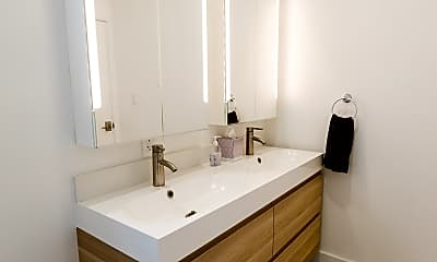 Bathroom, 414 Bryant St, 2