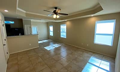 Living Room, 6870 Lakeview Dr 102, 1