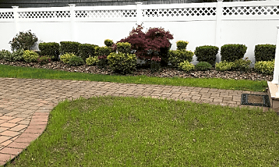 Patio / Deck, 8 Bayview Ave, 2