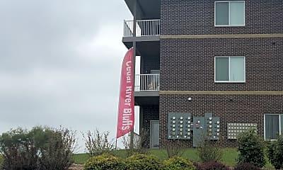 Cedar River Bluffs Apartments, 1