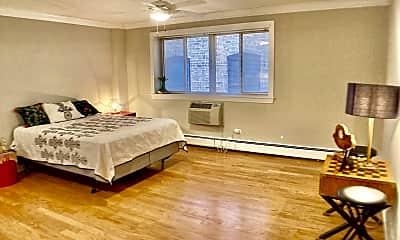 Living Room, 6710 N Sheridan Rd, 0