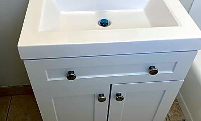 Bathroom, 701 W Northgate Ln, 2