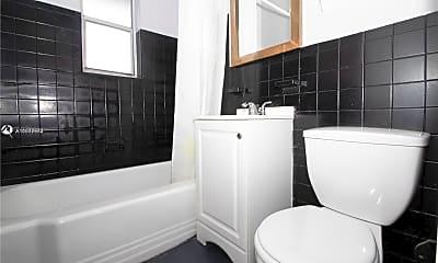 Bathroom, 900 Jefferson Ave 12, 2