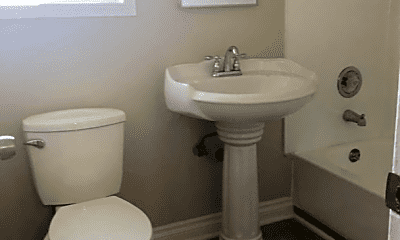 Bathroom, 724 N Mavis St, 0
