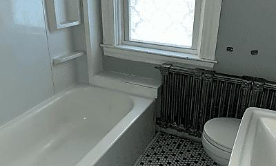 Bathroom, 105 Pearl St, 2