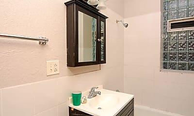 Bathroom, 1407 W Erie St, 2
