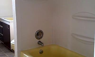 Bathroom, 640 Pioneer Pkwy W, 2