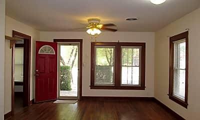 Living Room, 403 N Pearl St, 1