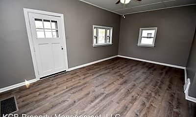 Bedroom, 1355 E Walnut St, 1