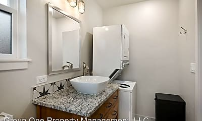 Bathroom, 2013 N. 8th, 2