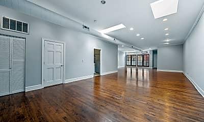 Living Room, 1021 W Lake St 4, 1