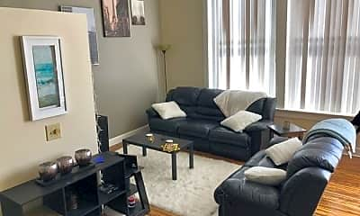 Living Room, 204 N Walnut St, 0