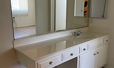 Bathroom, 1420 S Oakhurst Dr 305, 2