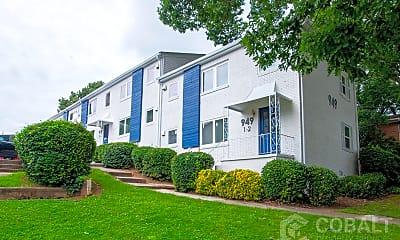 Building, 949 Greenwood Ave NE, 2