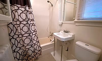 Bathroom, 801-811 W 4th St, 2